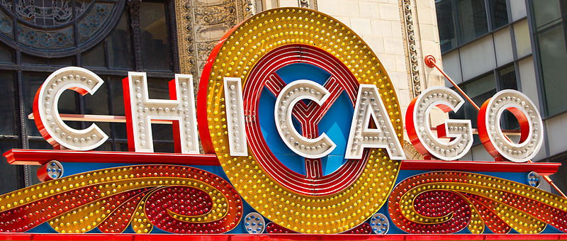 800px-Chicago_Theatre_sign_Close_up.jpg