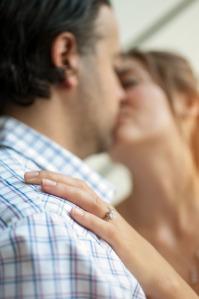 kissing-couple-1149141_1920