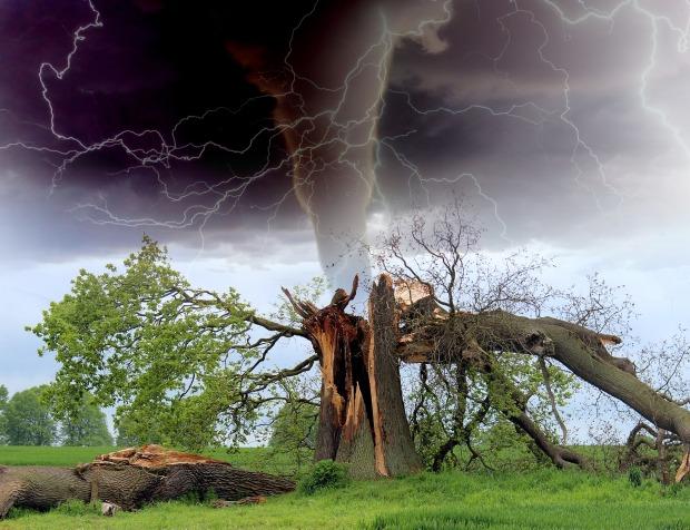 tornado-1193184_1920